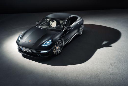 Фото бесплатно Porsche Panamera, черный, передний план