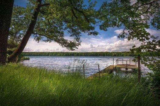 Заставки озеро, мостик, деревья