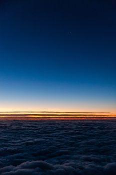 Бесплатные фото над облаками,горизонт,небо,облака,закат,horizon,sky,clouds,sunset