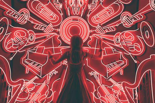 Photo free girl, conducting, light