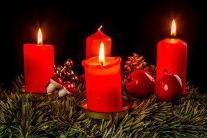 Заставки новогодняя ёлка,свечи,новогодние украшения,новый год