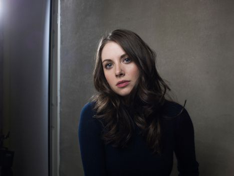 Photo free Alison Brie, sweater, brown hair