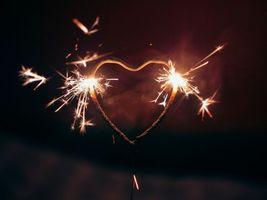 Бесплатные фото бенгальский огонь, сердце, фон, искры