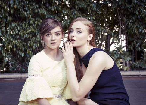 Photo free Sophie Turner, Maisie Williams, celebrities