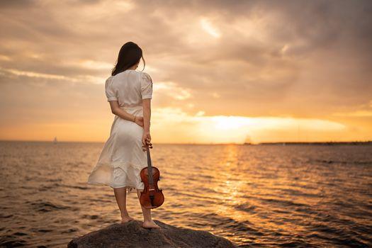 Photo free young woman, nature, violin