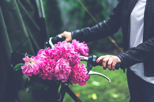 Photo free flowers, peonies, bicycle