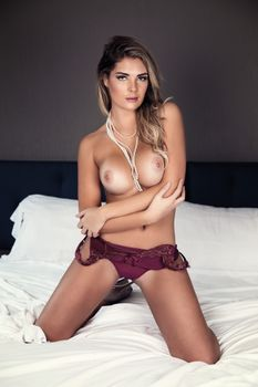 Сара Харрис сексуальная девушка