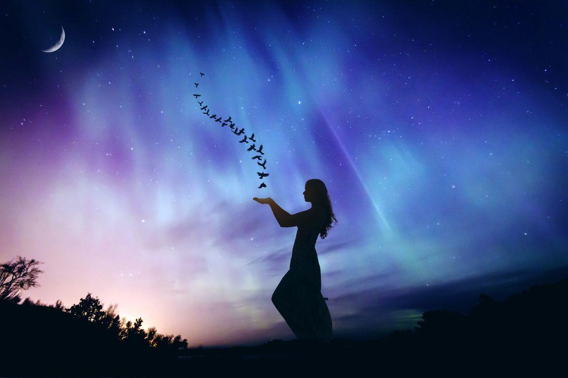 Фото ночь сияние девушка - бесплатные картинки на Fonwall
