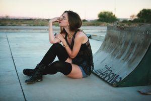 Девушка мечтает о будущем · бесплатное фото