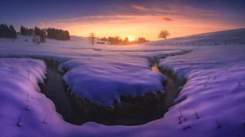 Бесплатные фото закат,зима,снег,сугробы,речка,ручей,домик