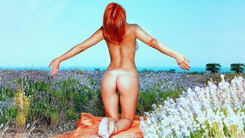 Фото бесплатно violla a, ass, flowers, nude, redhead, field, back