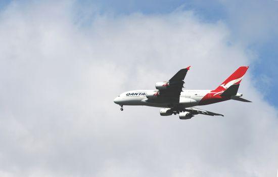 Photo free Qantas Airways, airliner, clouds