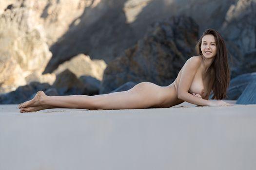 Бесплатные фото alisa i,alisa amore,сексуальная девушка,взрослая модель,сиськи,большие сиськи,обнаженная,улыбка,пляж,горячая,брюнетка,задница