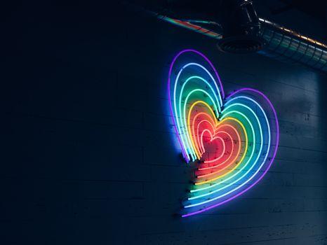 Neon heart · free photo
