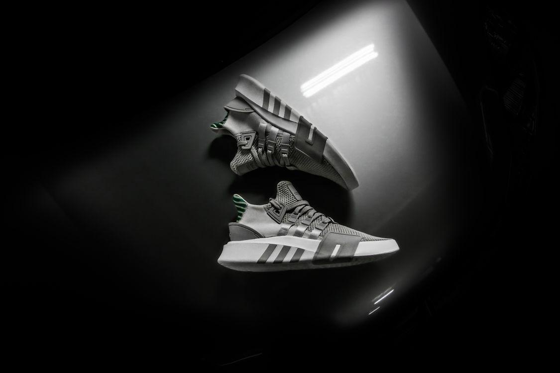 Стильные кроссовки · бесплатное фото