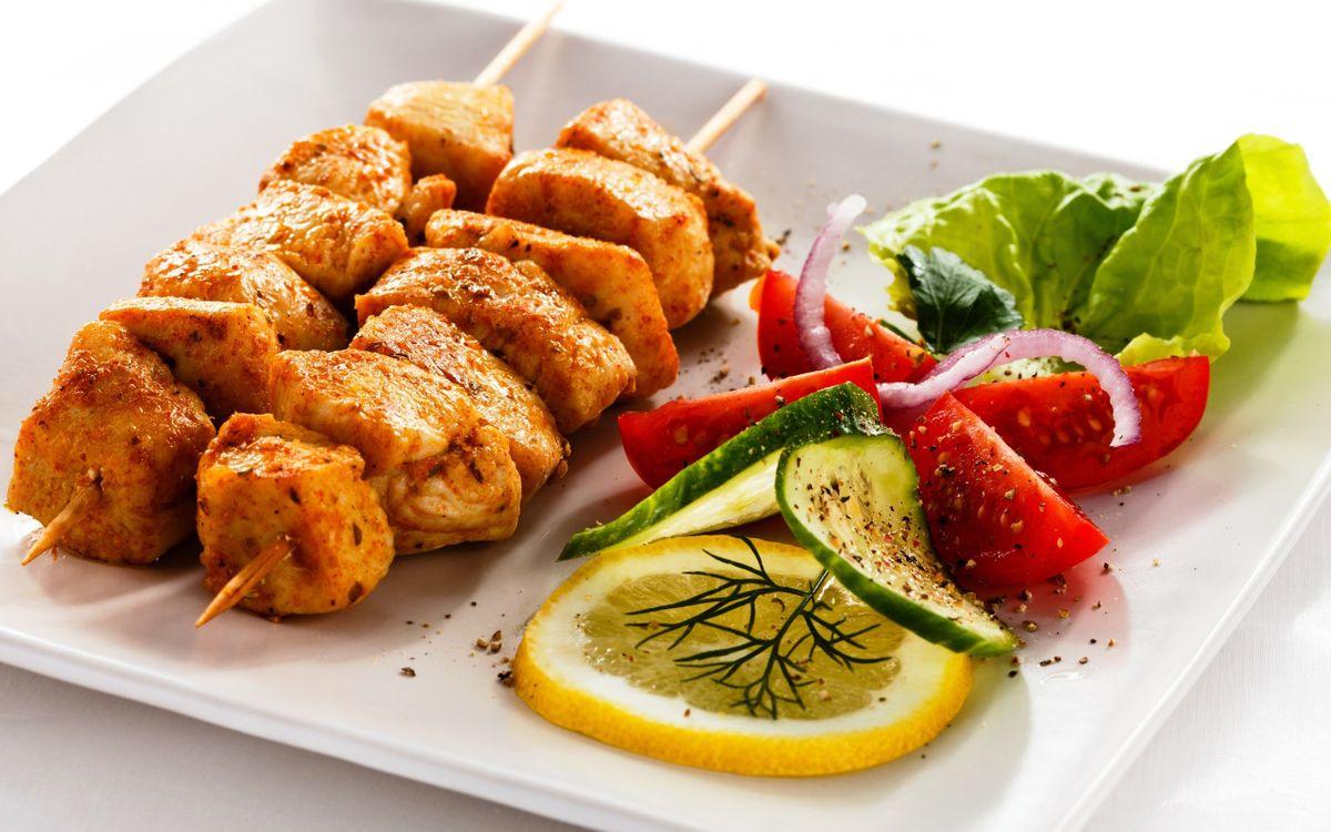 Фото бесплатно куриный шашлык, овощи, лук - на рабочий стол