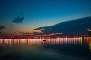 Фото бесплатно ночной город, мост, лодка