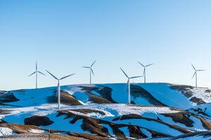 Бесплатные фото энергия,возобновляемые источники,ветряная турбина,ветряная ферма,гора,холм,снег