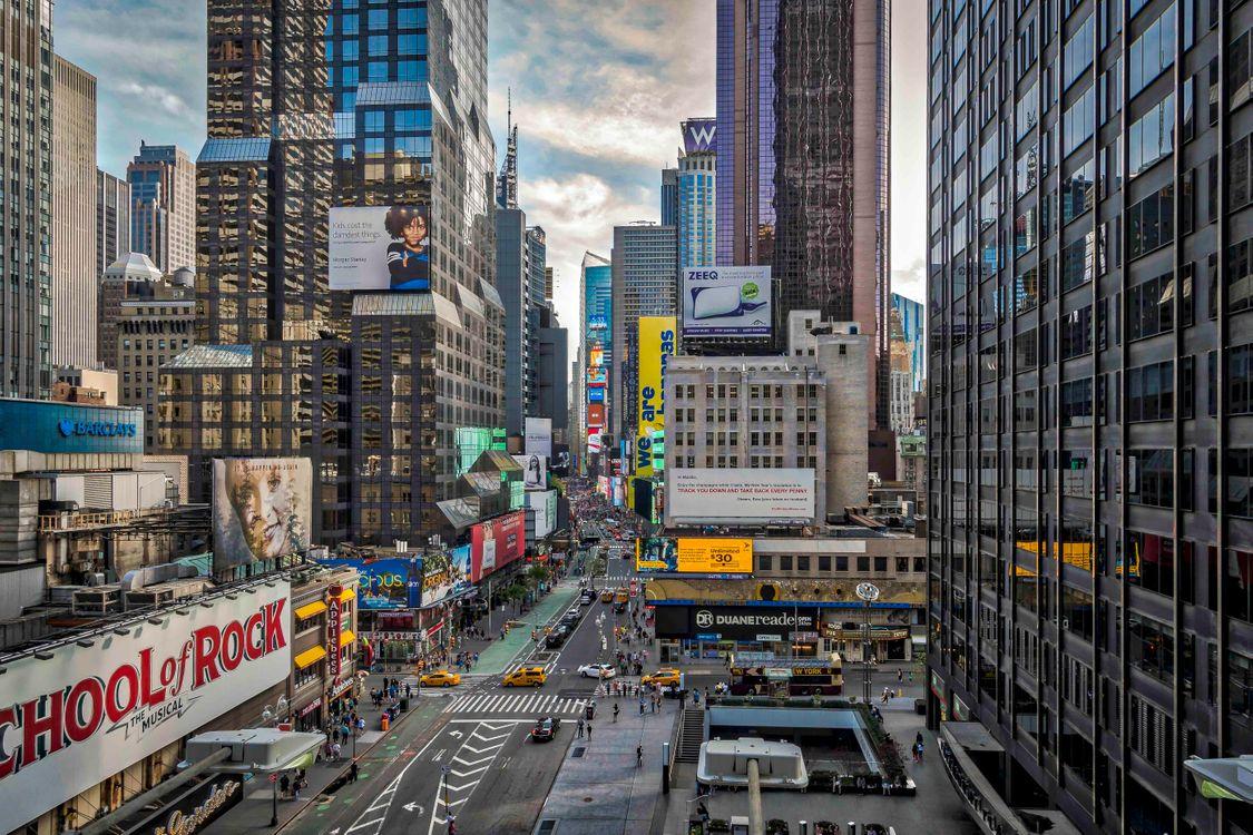 Фото бесплатно Таймс-Сквер в Нью-Йорке, находится на пересечении Бродвея и Седьмой авеню, улица - на рабочий стол