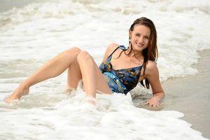 Фото бесплатно Виттория А, пляж, блондинка