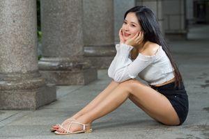 Photo free blouse, brunette, legs