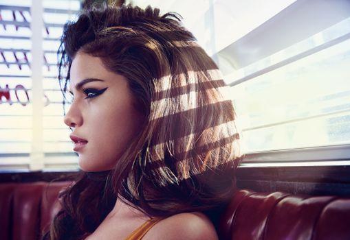 Photo free Selena Gomez, profile view, celebrity
