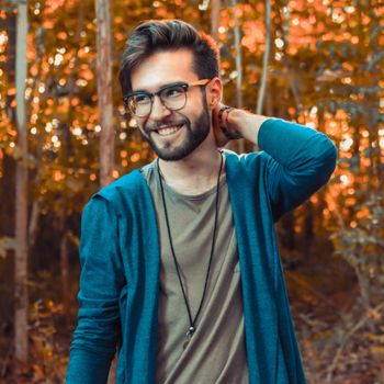 Photo free man, smiling, glasses