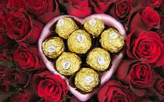 Фото бесплатно сердечко, любовь, шоколад, конфеты, праздник, розы