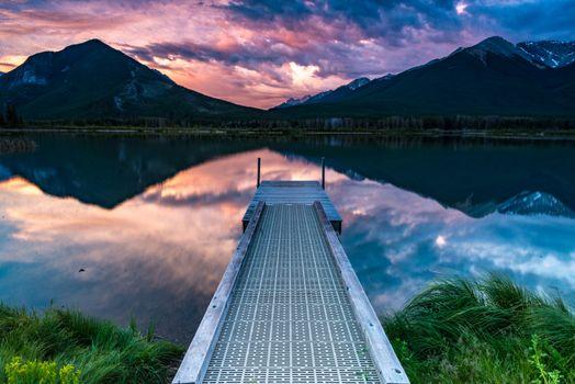 Мостик и озеро