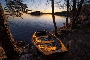 Бесплатные фото закат,озеро,лодка,деревья,Финляндия,небо,отражение