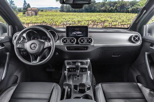 Фото бесплатно Mercedes-Benz X-Klasse, салон, торпеда
