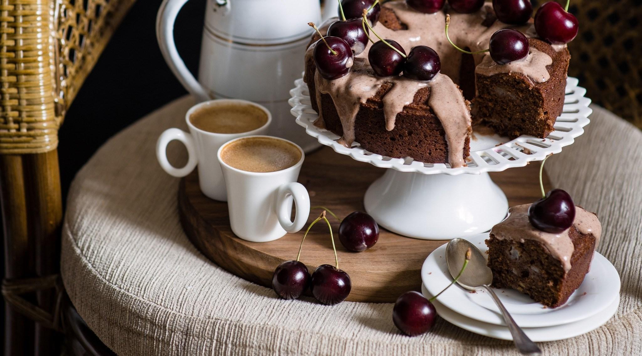 Конфеты к чаю на столе фото