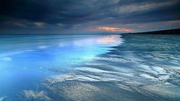 Песчаный берег моря