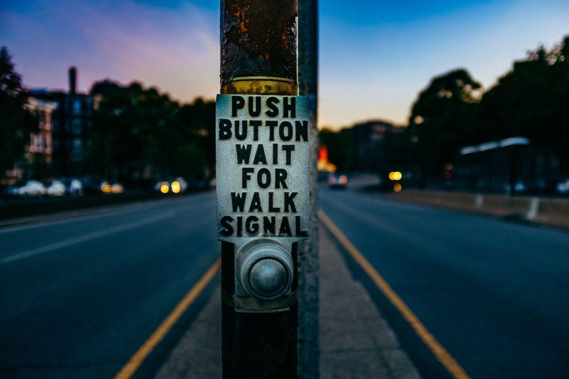 Фото бесплатно pillar, inscription, button, street, колонна, надпись, кнопка, улица, разное