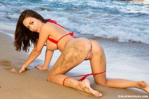 Бесплатные фото Adrienn Levai,модель,красотка,голая,голая девушка,обнаженная девушка,позы