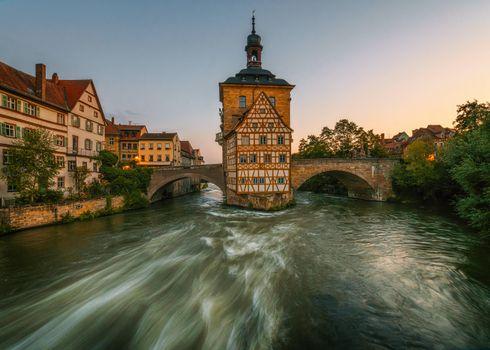Фото бесплатно Германия, Bavaria, Историческая ратуша в Бамберге