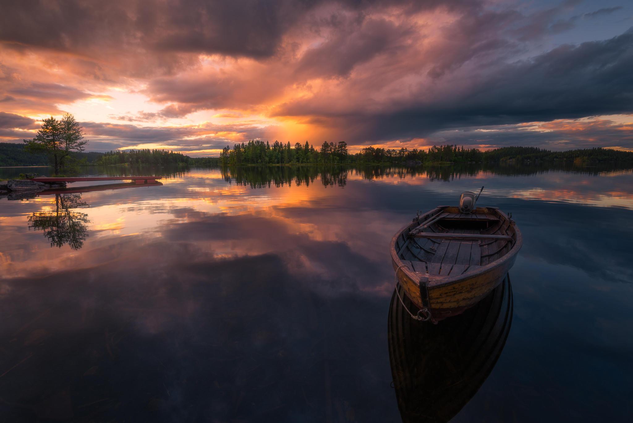 Местное озеро в Рингерике, Норвегия, закат, лодка, деревья, пейзаж