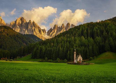 Бесплатные фото Южный Тироль,Италия,поля,горы,часовня,лес,деревья,пейзаж