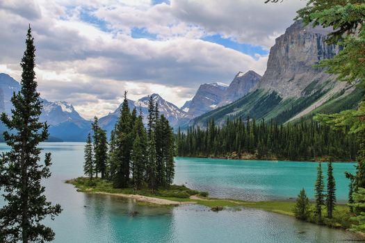 Бесплатные фото Maligne Lake,Alberta,Альберта,Канада,горы,деревья,пейзаж