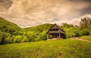 Фото бесплатно дом, деревья, холмы