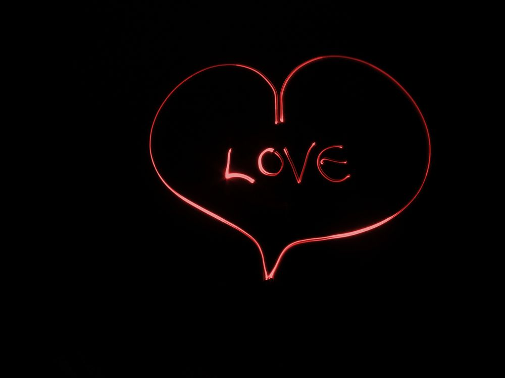 Сердечко с надписью Love · бесплатное фото
