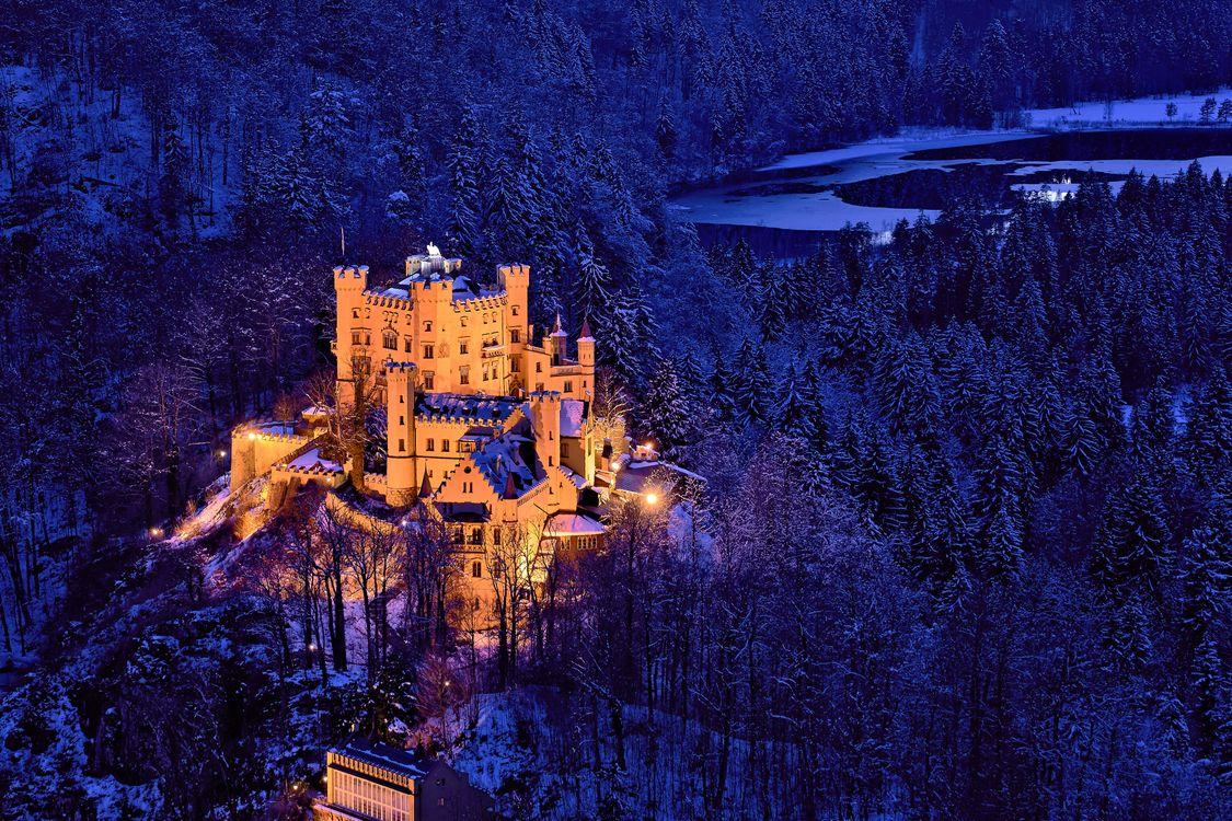 Картинка Замок Хоэншвангау, Германия, ночь, иллюминация на рабочий стол. Скачать фото обои пейзажи