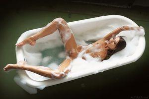 Бесплатные фото Emilia Sky,красотка,голая,голая девушка,обнаженная девушка,позы,поза
