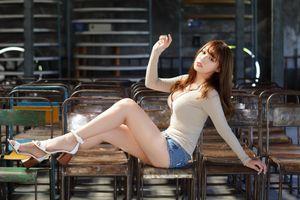 Фото бесплатно молодая женщина, коричневые волосы, ноги