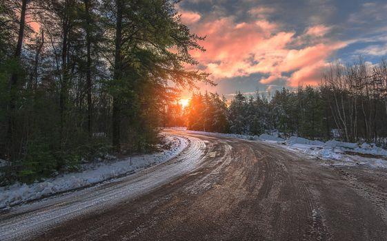 Снег и скользкая трасса · бесплатное фото