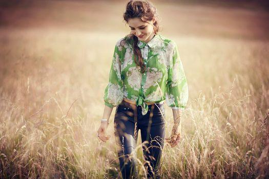 Photo free girls, smiling, field