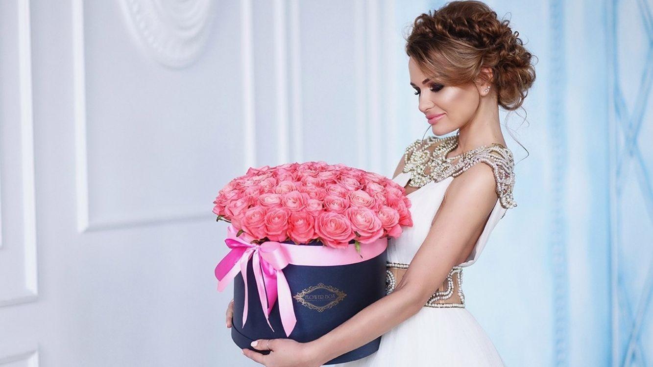 Фото бесплатно невеста, коробка, девушка, розы, букет - на рабочий стол