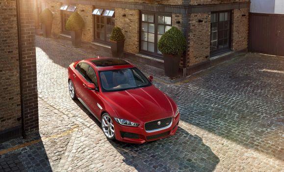 Заставки Jaguar Xe, красный, улица