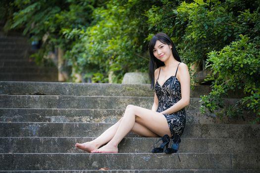 Photo free sitting, girls smile, hands