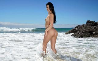 Бесплатные фото gina valentina, брюнетка, пляж, серфинг, голые, загорелые, маленькие сиськи